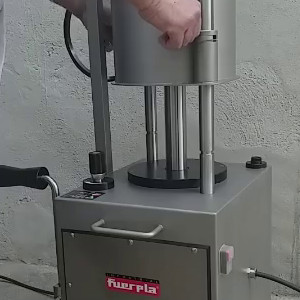 Automatic cleaning system for EV and EV-CE stuffers